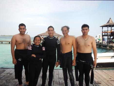 Berfoto dengan instructor & teman kursus