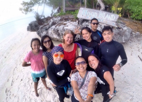 Groupfie with Geertje the resort manager and divemaster