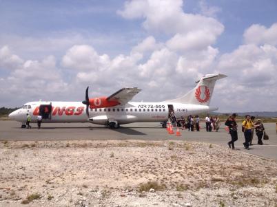 Pesawat ATR72-500 yang kami tumpangi dari Makassar