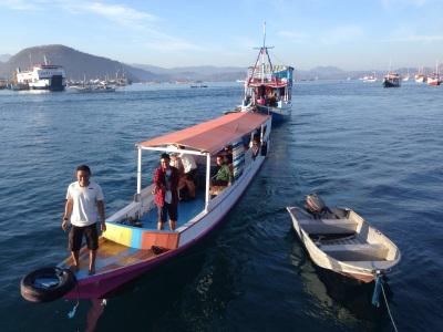 Boat kecil yang kami charter ke Pulau Padar